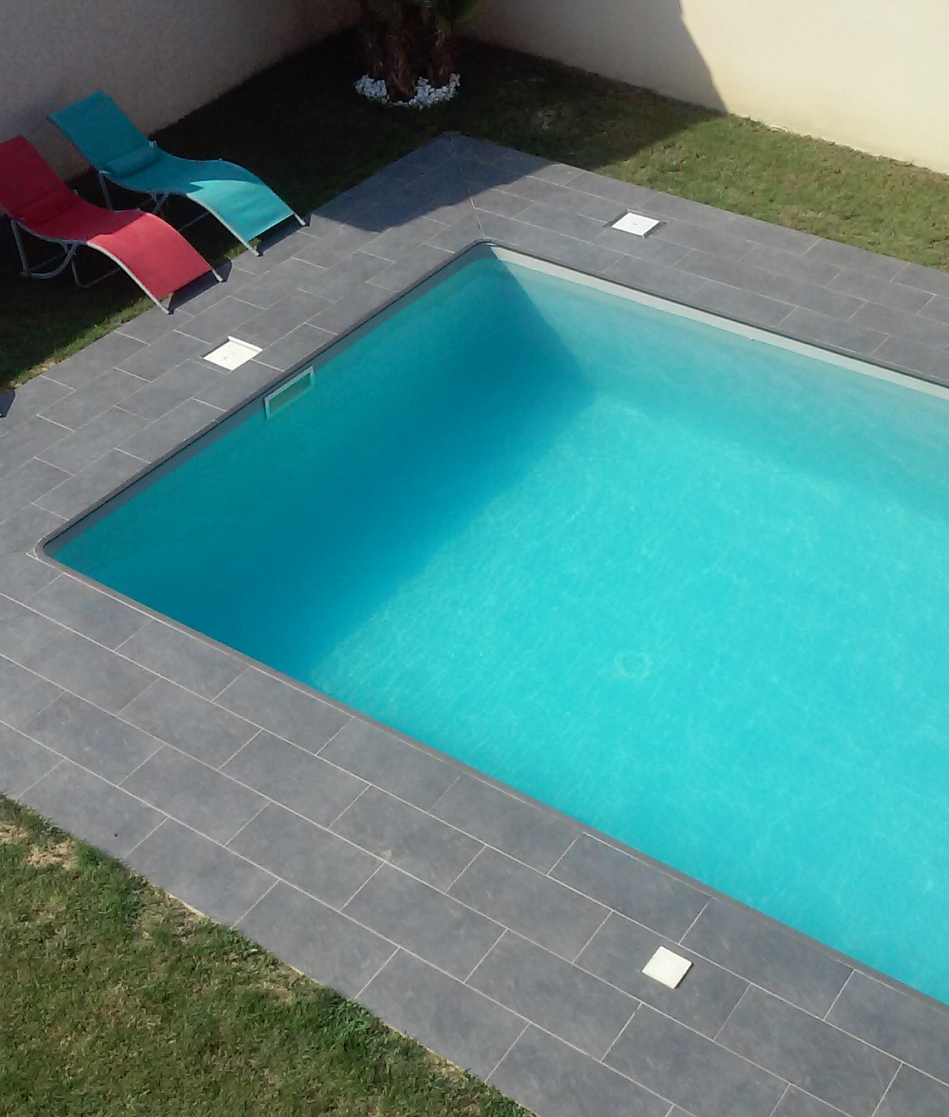 Carrelage design carrelage nez de marche escalier for Marche piscine